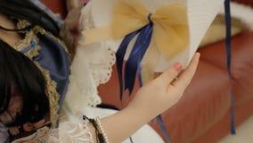 Chapéu do aristocrata que admira a corte video estoque