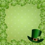 Chapéu do dia de St Patrick com trevos Imagens de Stock Royalty Free