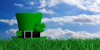 Chapéu do duende do dia do St Patricks com o trevo de quatro folhas na grama, fundo do céu azul, espaço da cópia ilustração 3D Fotos de Stock Royalty Free