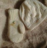 Chapéu e mitenes feitos malha mornos do inverno Fotos de Stock