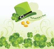 Chapéu e moedas do dia do St. Patricks no fundo w Fotografia de Stock Royalty Free