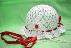 Chapéu feito malha do verão Fotografia de Stock Royalty Free