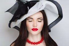 Chapéu grande do sol da mulher foto de stock royalty free