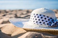 Chapéu na praia Imagem de Stock Royalty Free