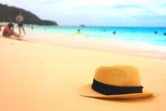 Chapéu na praia tropical da ilha Imagem de Stock Royalty Free