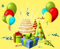 Chapéu, presente e bolo do aniversário Fotografia de Stock