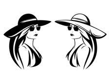 Chapéu vestindo da mulher elegante e projeto preto do vetor dos óculos de sol fotos de stock royalty free