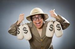 Chapéu vestindo do safari do homem no conceito engraçado Fotos de Stock Royalty Free