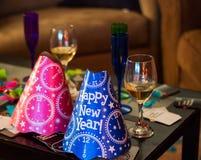 Chapéus azuis e cor-de-rosa do partido do ano novo feliz Foto de Stock