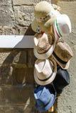 Chapéus coloridos para a venda Fotografia de Stock Royalty Free