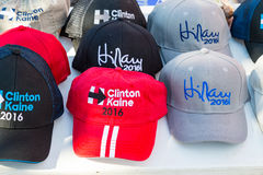 Chapéus de campanha Clinton 2016 para a venda Foto de Stock