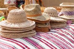 Chapéus de vime nos mestres justos Fotos de Stock