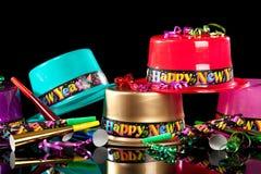 Chapéus do partido da véspera de anos novos no fundo preto Fotos de Stock