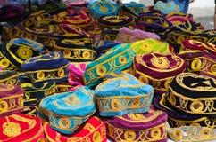 Chapéus na tenda do mercado Foto de Stock Royalty Free