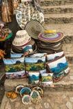 Chapéus para a venda no la Piedra em Guatape Colômbia imagens de stock