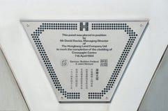 Chapa comemorativa fora da casa de Jardine, distrito central, Ho Imagens de Stock