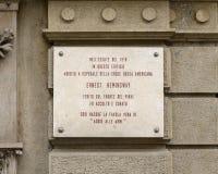 Chapa da informação para a construção usada como um hospital da cruz vermelha americana onde Ernest Hemingway fosse tratado para  fotografia de stock