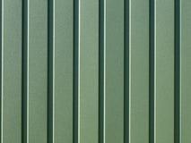 Chapa de aço ondulada verde com guias verticais Fotografia de Stock Royalty Free