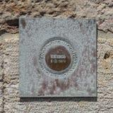 Chapa de bronze do patrimônio mundial do Unesco fora da torre de Belém no Tagus River em Lisboa, Portugal Foto de Stock Royalty Free