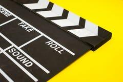 Chapaleta de la película en un amarillo Fotografía de archivo