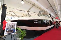 Chaparral-Unterzeichnungs-Kreuzer 310 auf Anzeige an der Singapur-Yacht-Show 2013 stockbilder
