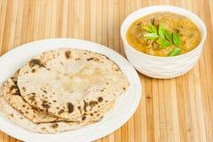 Chapati με το ινδικό κάρρυ πρόβειων κρεάτων Στοκ φωτογραφία με δικαίωμα ελεύθερης χρήσης
