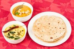 Chapati с Dal и Vegetable карри Стоковая Фотография RF