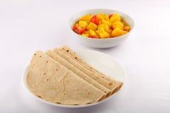 Chapati avec le cari végétal images libres de droits