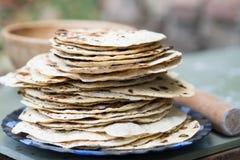 chapati Producten van bloem worden gemaakt die Gekookt op water Op een open brand Met de toevoeging van kruiden en zout Ongedesem stock fotografie
