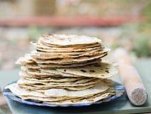 chapati Producten van bloem worden gemaakt die Gekookt op water Op een open brand Met de toevoeging van kruiden en zout Ongedesem royalty-vrije stock afbeeldingen