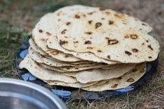 chapati Producten van bloem worden gemaakt die Gekookt op water Op een open brand Met de toevoeging van kruiden en zout Ongedesem royalty-vrije stock foto