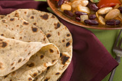 Chapatis και φυτικό κάρρυ Στοκ Φωτογραφίες
