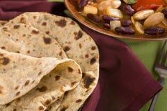 Chapatis och grönsakcurry Arkivfoton