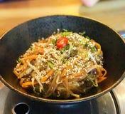 Chapchae - зажаренные лапши корейской вермишели стеклянные/лапши сладких картофелей Стоковое Изображение