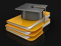Chapeau d'obtention du diplôme sur des dossiers Photo stock