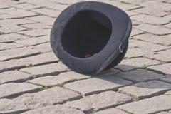 Chapeau dans la rue photographie stock
