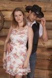 Chapeau de contact de cowboy tenant la femme Photo libre de droits