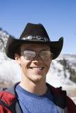 Chapeau de cowboy s'usant d'homme. Photographie stock libre de droits