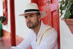 Chapeau de port d'homme sud-américain bel image libre de droits