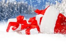 Chapeau de Santa avec des cadeaux Photographie stock