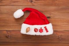 Chapeau de Santa Claus avec des jouets de Noël Photos stock