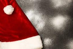 Chapeau de Santa Claus, une vue supérieure Photos stock