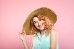 Chapeau de soleil joyeux heureux de sourire de fille d'expression d'émotion image libre de droits