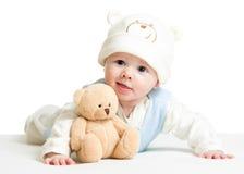 Chapeau drôle weared par bébé garçon avec le jouet de peluche Image libre de droits