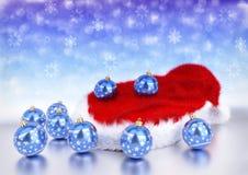Chapeau du père noël de Noël avec des babioles rendu 3d Photo stock