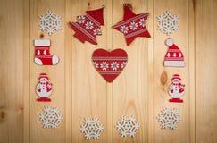 Chapeau en bois d'arbre de Noël de flocons de neige de bonhommes de neige de figurines de Noël Photo libre de droits
