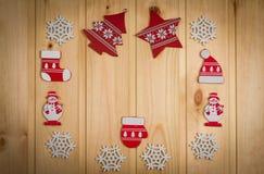 Chapeau en bois d'arbre de Noël de flocons de neige de bonhommes de neige de figurines de Noël Photos libres de droits