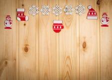 Chapeau en bois d'arbre de Noël de flocons de neige de bonhommes de neige de figurines de Noël Images libres de droits