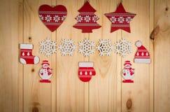 Chapeau en bois d'arbre de Noël de flocons de neige de bonhommes de neige de figurines de Noël Photographie stock