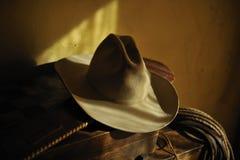 Chapeau et lasso de cowboy authentiques Image stock